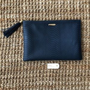 Gigi New York Uber Clutch in Navy